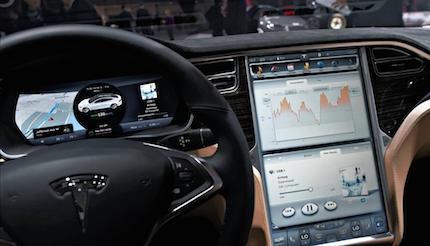 Viaggio nella fabbrica Tesla, l'altra faccia dell'hi-tech