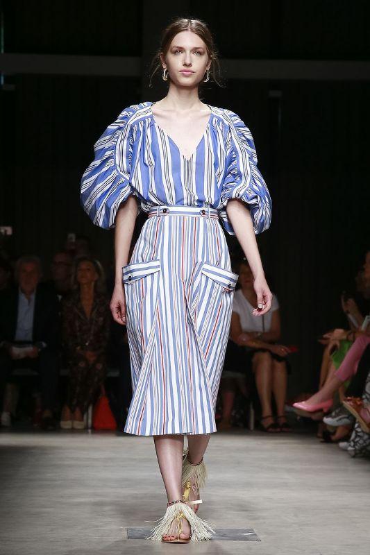 Un look della collezione primavera-estate 2019 di Stella Jean 2d76d7f9def