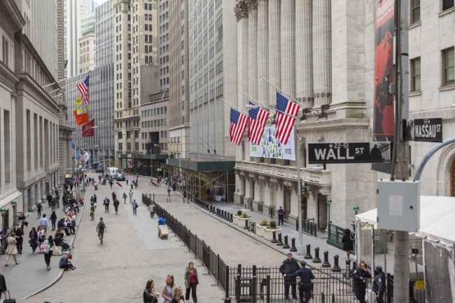 Asian stocks stumble following Wall Street plunge